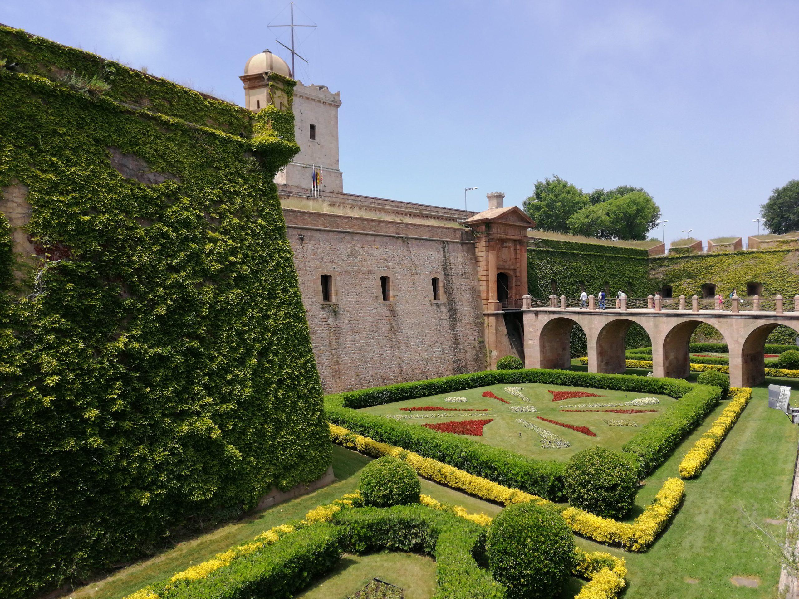 Zamek na wzgórzu Montjuic w Barcelonie
